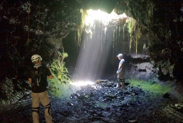 lumière dans le tunnel volcan fournaise